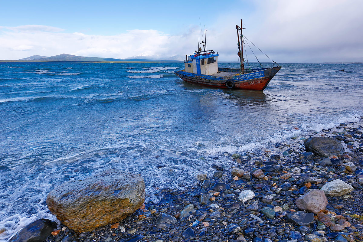 derelict-fishing-boat-_a1c3125-south-of-puerto-natales-chile