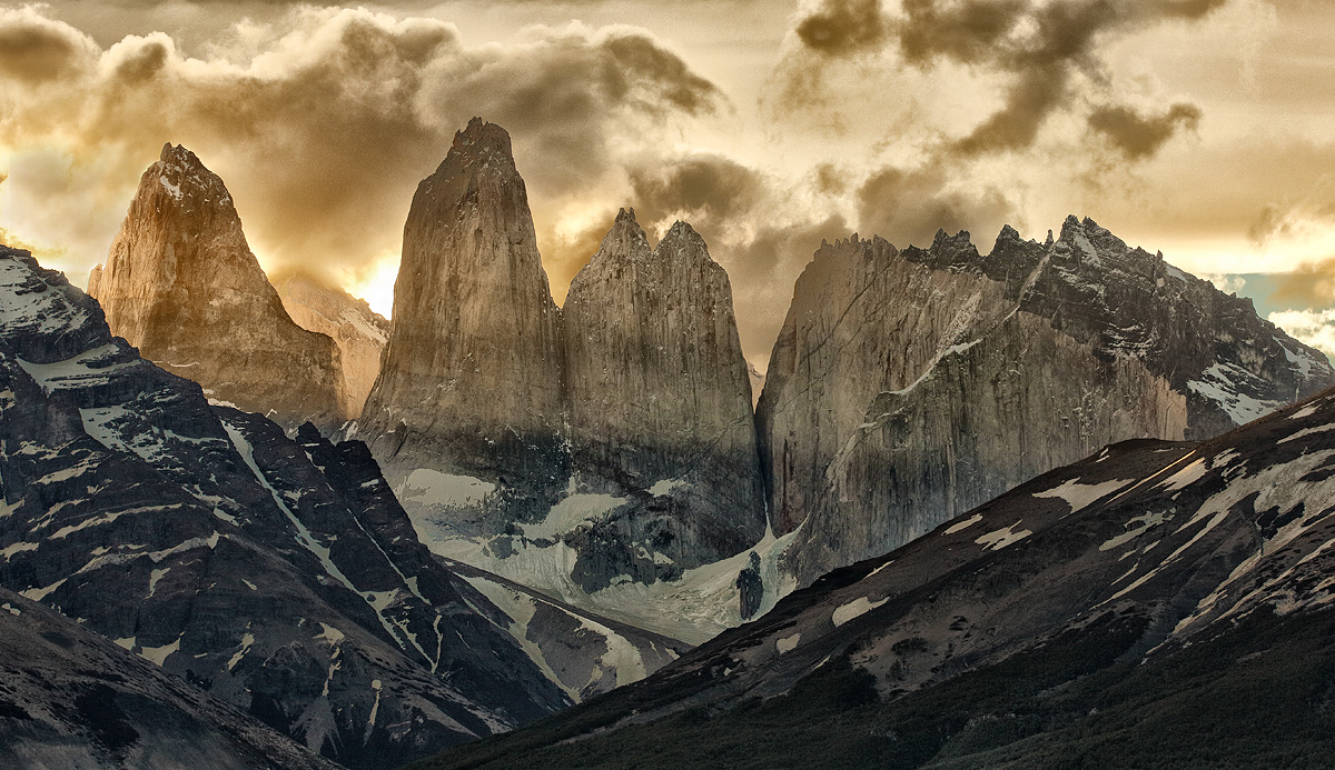 paine-towers-dramatic-sunset-_a1c7702-torres-del-paine-national-park-chile