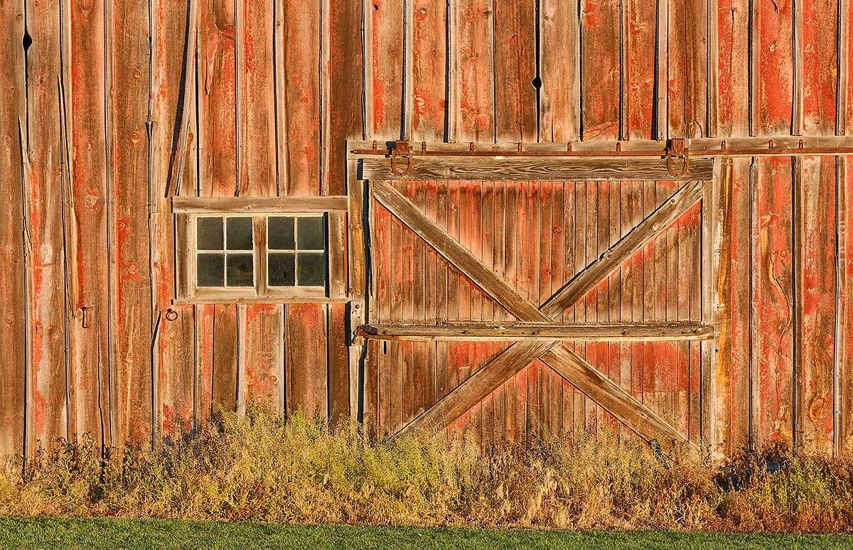 barn-door-and-windows-in-early-light-_a1c0319-the-palouse-wa