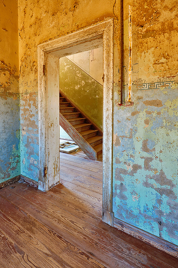 doorway-and-stairway-in-derelict-building-_t0a0437-kolmanskop-namibia