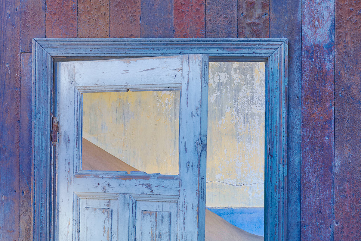 doorway-triangles_t0a1010-kolmanskop-namibia