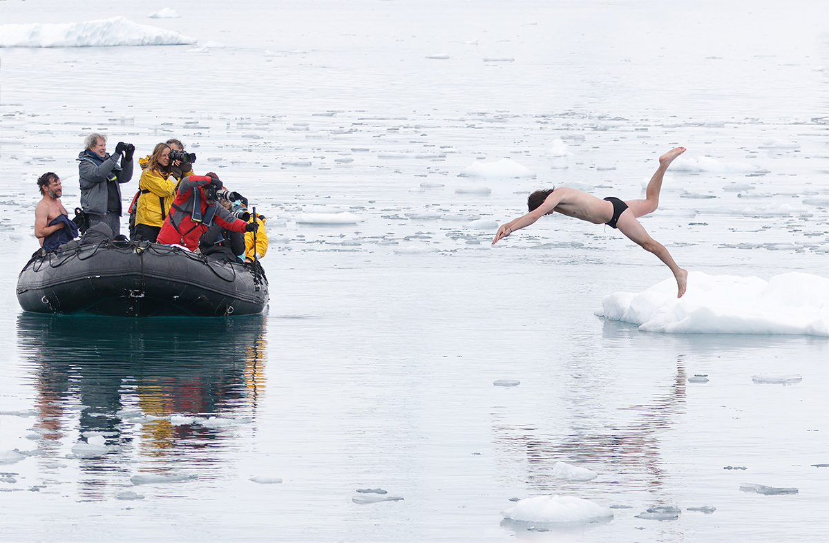ice-swimmer-_y8a9530-neko-harbour-antarctica