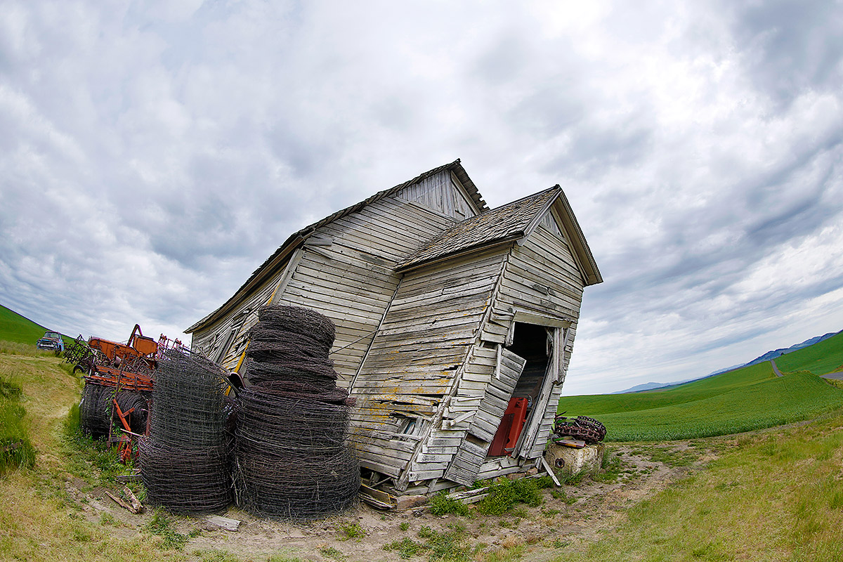 old-decrepit-barn-fish-eye-_a1c8058-the-palouse-wa