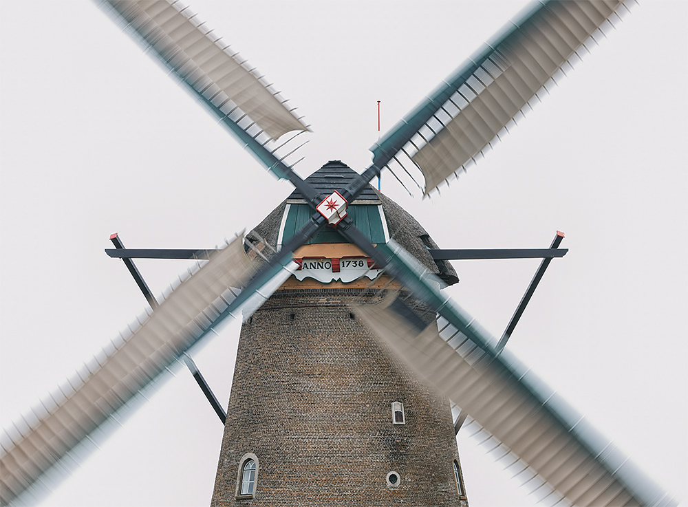 windmill-blur-this-jpeg-_a1c4983-kinderdijk-holland