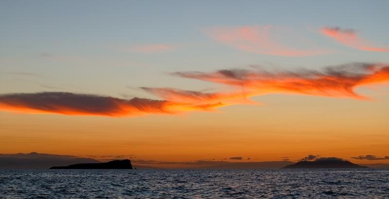 sunset-_q8r8098-dragon-hill-santa-cruz-galapagos